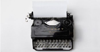 Image of an old fashion typewriter: this article is about content marketing